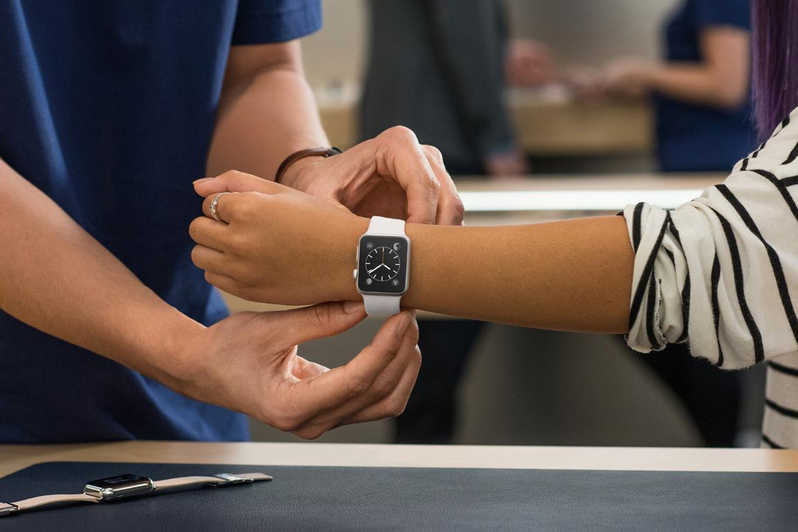How To Put the Different Straps Correctly on Apple Watch