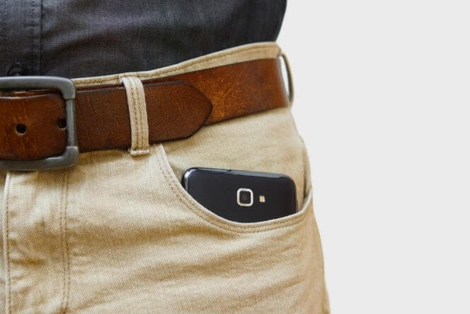 Put Smartphone on The Pants Pocket can be Harmful for Your Health